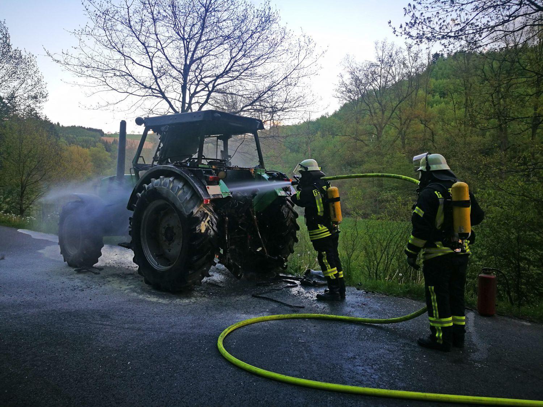 Brennt landwirtschaftliche Zugmaschine