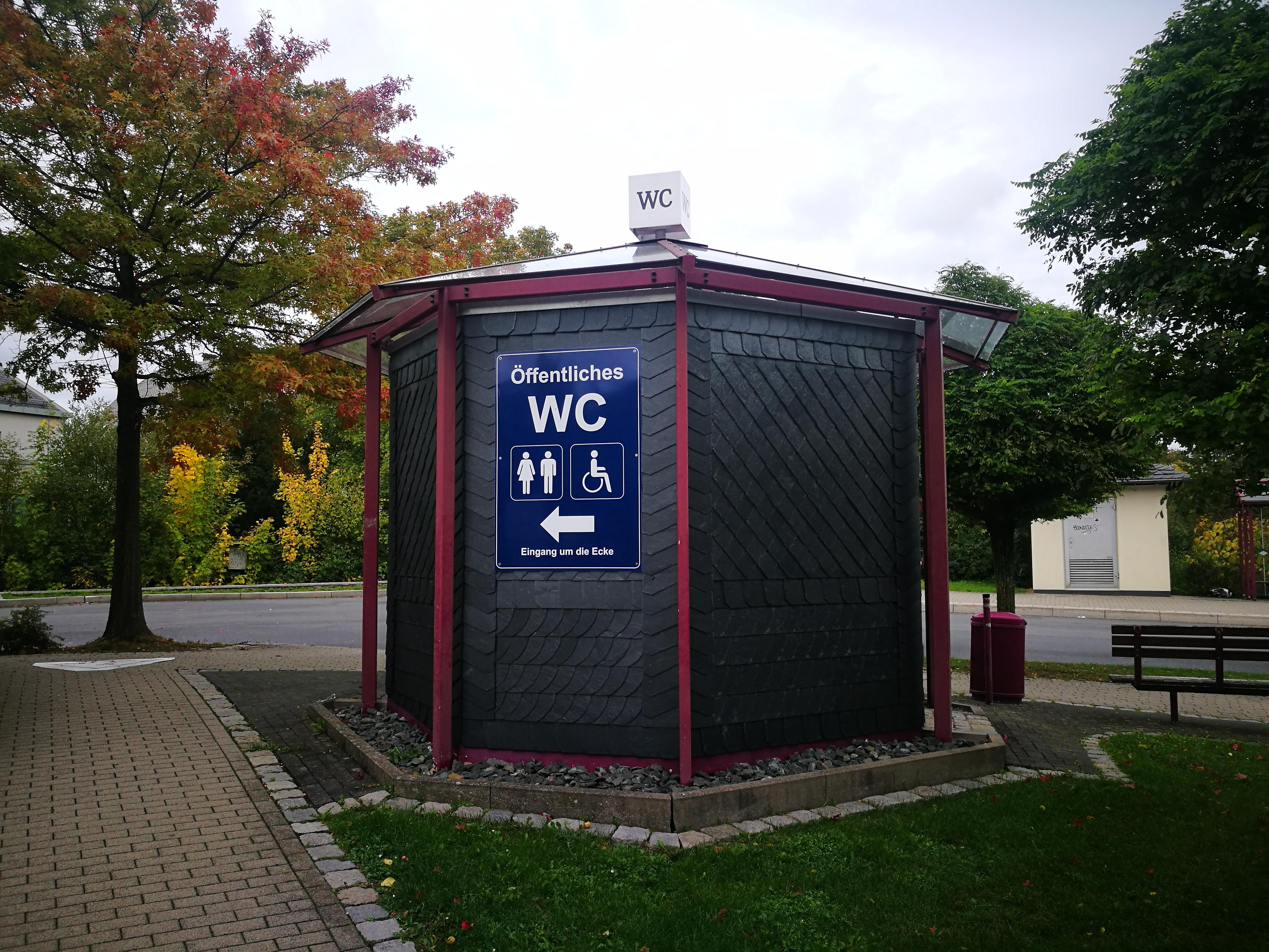 Stadt_Einsatzberichte_2019/oeffentliche_WC-Anlage_Le-Puy_Strasse.jpg