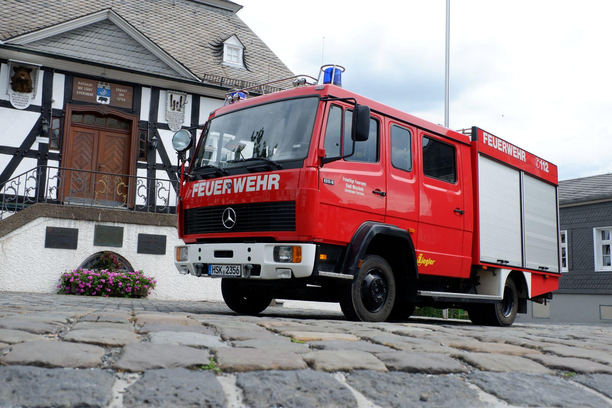 LF-10 vor dem Historischen Rathaus zu Eversberg