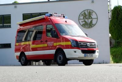 Der ELW vor dem Feuerwehrhaus Freienohl in 2020
