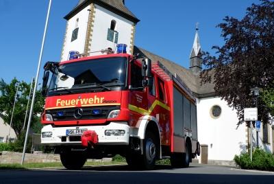 Das HLF-20 vor der St. Nikolaus Kirche in 2020