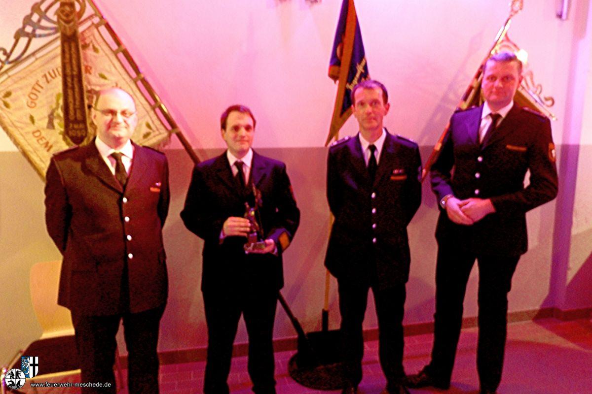 Feuerwehrmann des Jahres, Felix Pletzinger, zweite Person von Links