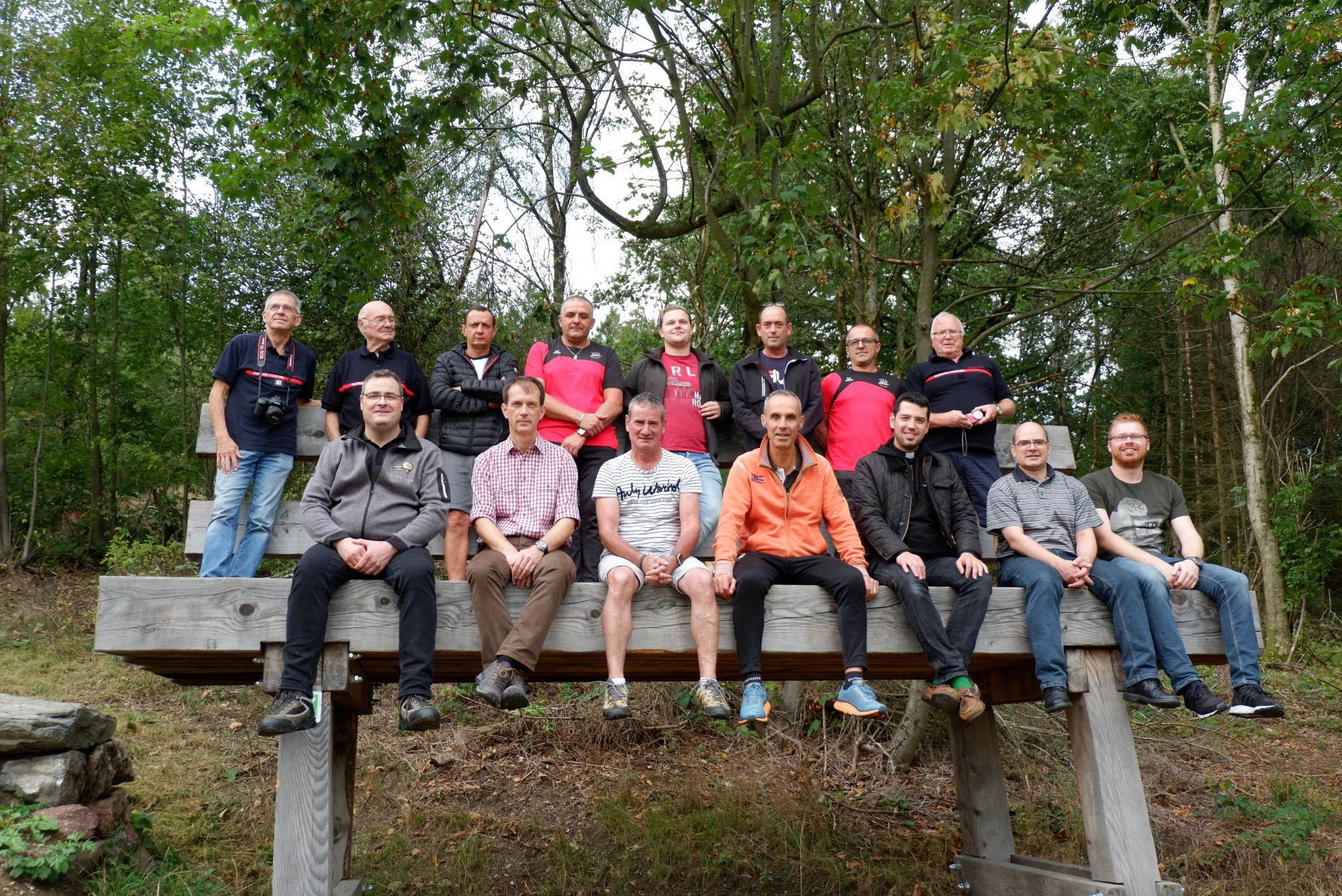Gruppenfoto auf der XXL Bank in Eversberg / Photo de groupe de la banque XXL à Eversberg