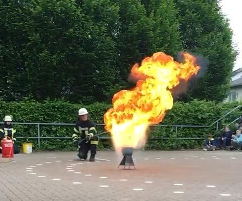 stadt_aktivitaeten_2018/Feuerwehreinsatz_an_der_Mariengrundschule_Screenshot.jpg