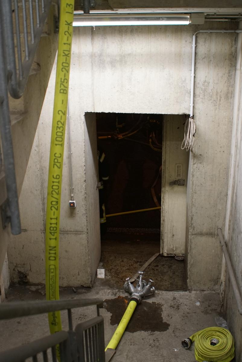 Blick aus dem Treppenhaus in die nicht betrofende Tunnelröhre