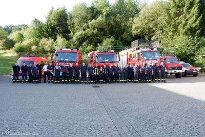 Gruppenbild mit Fahrzeugen aus dem HSK