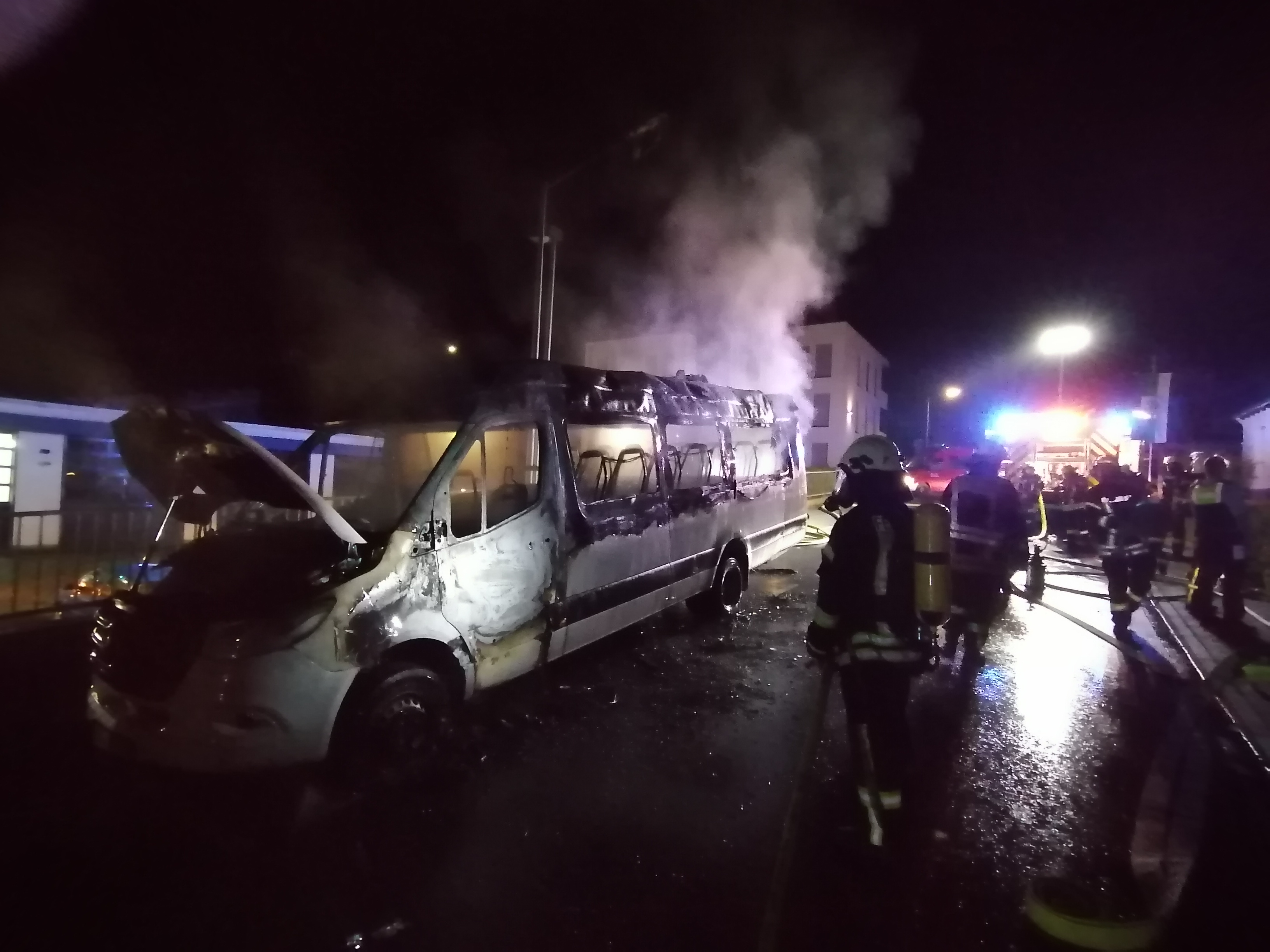 ausgebrannter Kleinbus
