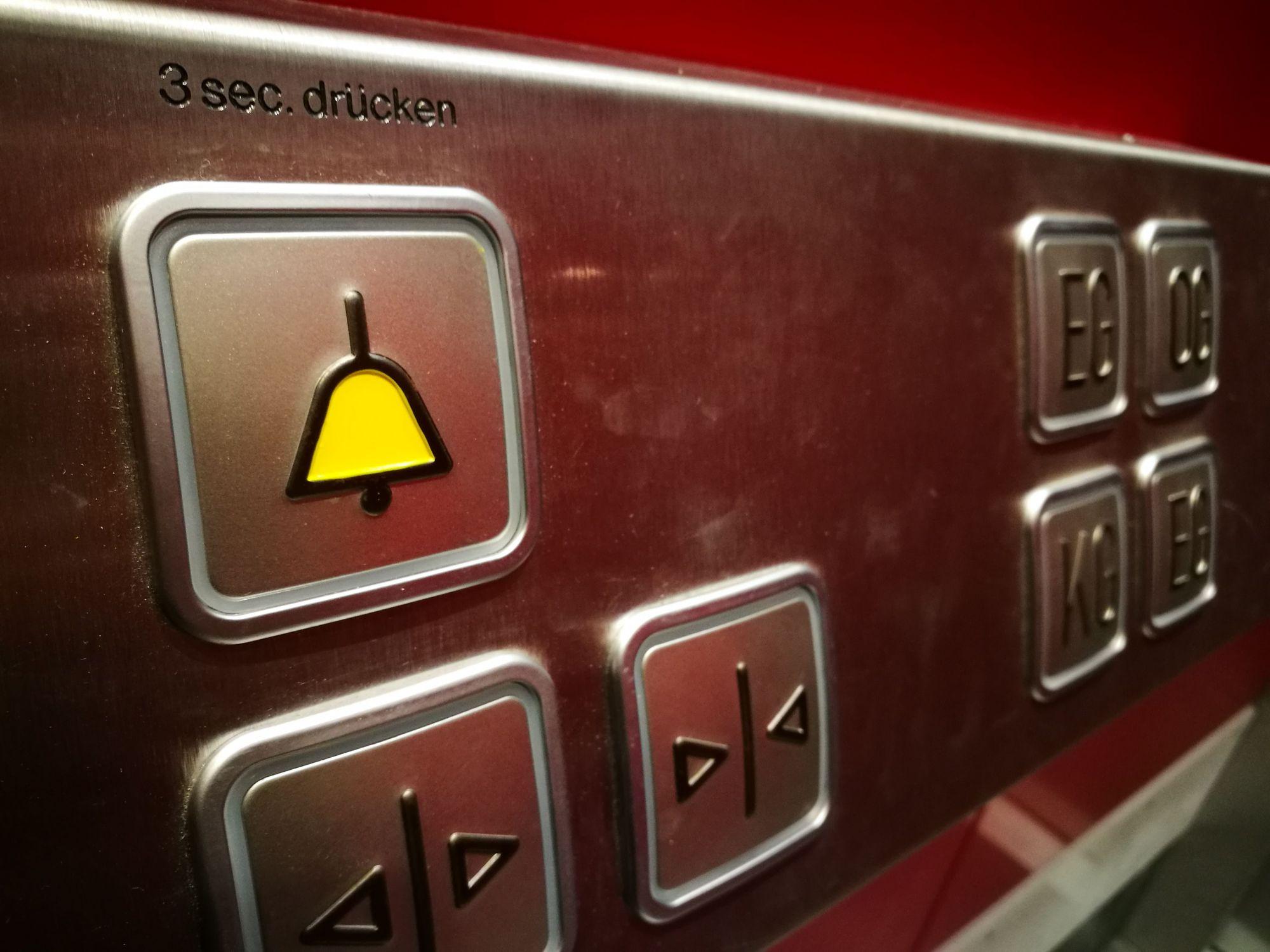 Symbolbild Aufzug